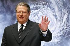 "<p>Former Vice President Al Gore waves to the media at the Japanese premiere of his documentary film ""An Inconvenient Truth"" in Tokyo January 15, 2007. REUTERS/Kiyoshi Ota</p>"