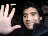 <p>Maradona durante visita joagdores do manchester REUTERS/Gustau Nacarino (SPAIN)</p>