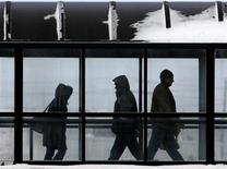 <p>Workers cross a pedestrian bridge from the parking lot as they arrive for the afternoon shift at the DaimlerChrysler Assembly plant in Brampton February 14, 2007. REUTERS/J.P. Moczulski</p>