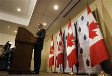 <p>Canadian Prime Minister Stephen Harper speaks to the media after meeting with members of the C.D. Howe Institute Monetary Policy Council Toronto, November 6, 2008. REUTERS/Mark Blinch</p>