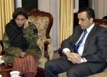 <p>Freed Canadian journalist Mellissa Fung (L) is seated next to Amrullah Saleh, the head of the Afghan National Directorate of Security (NDS), after being released in Kabul, November 8, 2008. REUTERS/Intelligence Service Office Handout</p>