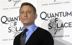 <p>British actor Daniel Craig poses during his photocall for the Italian premiere of the latest James Bond movie 'Quantum of Solace' in Rome, November 5, 2008. REUTERS/Alessandro Bianchi</p>