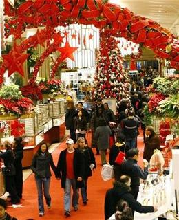 Shoppers do their Christmas shopping in Macy's department store in New York, on Christmas eve, December 24, 2007. REUTERS/Mike Segar