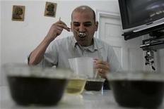 <p>A coffee taster sips coffee during a contest in Lima October 2, 2008. REUTERS/Pilar Olivares</p>