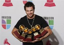 <p>Colombian singer Juanes poses with the five Latin Grammy Awards he won for Record of the Year, Song of the Year, Album of the Year, Best Male Pop Vocal Album and Best Short Form Music video at the 9th annual Latin Grammy Awards in Houston, Texas November 13, 2008. The awards bring his total Latin Grammy wins to 17, breaking Alejandro Sanz's record of 14. REUTERS/Jessica Rinaldi</p>
