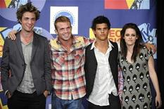 "<p>(L-R) Cast members from the film ""Twilight,"" Robert Patterson, Cam Gigandet, Taylor Lautner and Kristen Stewart, pose for photographers at the 2008 MTV Video Music Awards in Los Angeles September 7, 2008. REUTERS/Phil McCarten</p>"