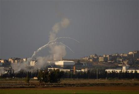 Mortar shells are fired from Gaza towards Israel outside Kibbutz Nahal Oz near the Gaza border November 14, 2008. REUTERS/Baz Ratner