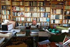 <p>Australian novelist Thomas Keneally sits in his study amongst hundreds of books at his home in Sydney, April 23, 2001. REUTERS/David Gray</p>
