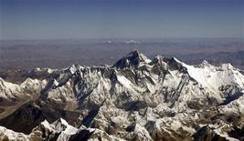 <p>Una panoramica del Monte Everest in una foto aerea dal Nepal. REUTERS/Desmond Boylan</p>