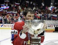 <p>Russia's Alexander Ovechkin kisses the trophy after his team's overtime win over Canada in the gold medal game at the 2008 World Hockey Championships in Quebec City, May 18, 2008. REUTERS/Christinne Muschi</p>