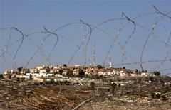 <p>Houses are seen in the West Bank Jewish settlement of Psagot November 17, 2008. REUTERS/Eliana Aponte</p>