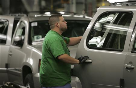 A General Motors employee inspects an SUV on the assembly line at the GM assembly plant in Arlington, Texas, November 18, 2008. REUTERS/Jessica Rinaldi