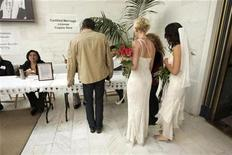 <p>Newlyweds Sharon Papo (R) and Amber Weiss (2nd R) pick up their marriage certificate after exchanging wedding vows at City Hall on the first full day of legal same-sex marriages in San Francisco, California June 17, 2008. REUTERS/Erin Siegal</p>