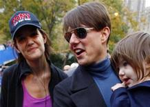<p>Actress Katie Holmes (L) walks with her husband Tom Cruise and their daughter Suri after Holmes finished the 2007 New York City Marathon in New York November 4, 2007. REUTERS/Mike Segar</p>