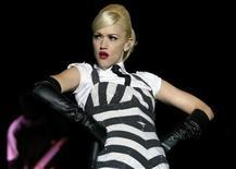 <p>Imagen de archivo de la cantante estadounidense Gwen Stefani en el parque Simón Bolívar en Bogotá 21 jul 2007. El grupo pop No Doubt se reunirá para realizar presentaciones en vivo en el 2009, mientras la banda termina de grabar su primer disco de estudio en siete años. REUTERS/Carlos Duran (COLOMBIA)</p>