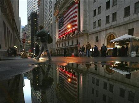 Employees leave the New York Stock Exchange after the end of the trading day, November 13, 2008. REUTERS/Brendan McDermid
