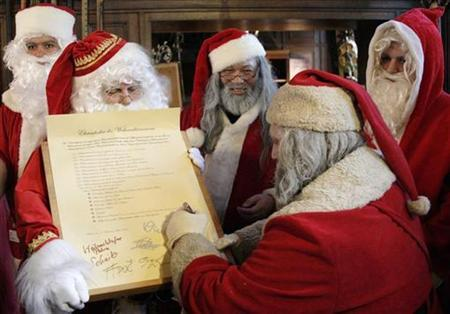 Representatives of different rent-a-Santa Claus services sign a code of honor in Berlin, November 13, 2008. REUTERS/Hannibal Hanschke