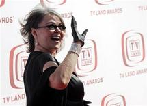 <p>Roseanne Barr waves to photographers at the 6th Annual TV Land Awards in Santa Monica, California, June 8, 2008. REUTERS/Chris Pizzello</p>
