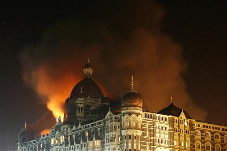 Smoke rises from the Taj Hotel in Mumbai November 27, 2008. REUTERS/Arko Datta