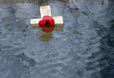<p>Крест во время паводка в центральной Англии 11 ноября 2008 года. Самая старая жительница планеты скончалась в США на 115-м году жизни, свидетельствуют данные геронтологической экспертизы. REUTERS/Darren Staples</p>