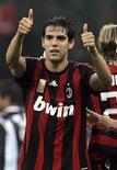 <p>Foto de arquivo do jogador Kaká, do Milan, comemorando conquista da Série A do campeonato italiano em um jogo contra o Siena em San Siro. REUTERS/Alessandro</p>