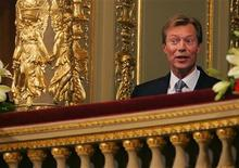 <p>Luxembourg's Grand Duke Henri attends an official gala at the Hungarian Opera hall during events marking 50 years since the 1956 anti-communist revolution in downtown Budapest October 22, 2006. 23. REUTERS/Bogdan Cristel</p>