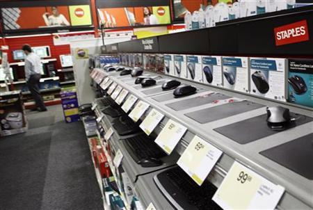 Computer accessories displays are seen inside a Staples store in New York in this May 20, 2008 file photo. The office products retailer posted a higher-than-expected third-quarter profit, helped by higher sales from the acquisition of Dutch peer, Corporate Express. REUTERS/Shannon Stapleton