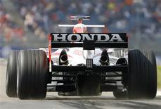 <p>Carro de Rubens Barrichello, que trabalhava para a Honda. A equipe decidiu deixar a Formula 1 por causa da crise REUTERS/Wolfgang Rattay/Files (GERMANY)</p>
