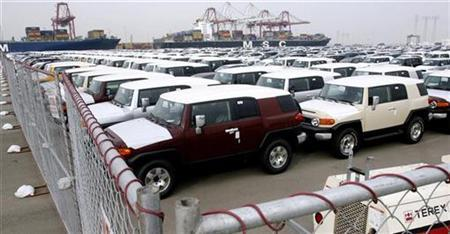 Toyota automobiles are lined up in an holding lot at the Port of Long Beach in California December 4, 2008. REUTERS/Fred Prouser