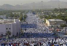 <p>A general view is seen of Muslim pilgrims outside Mecca December 7, 2008. REUTERS/Ahmed Jadallah</p>