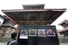 <p>A visitor looks at the Himalaya-Changing Landscapes Photo exhibition at Hanuman Dhoka durbar Square in Kathmandu December 4, 2008. REUTERS/Shruti Shrestha</p>