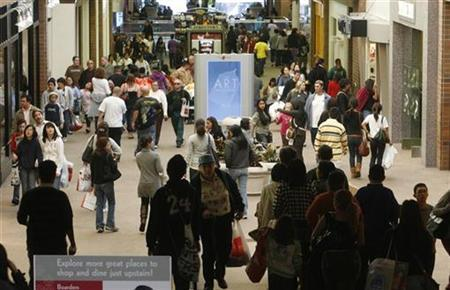 Shoppers are pictured at the Glendale Galleria shopping mall on Black Friday in Glendale, California November 28, 2008. REUTERS/Fred Prouser (UNITED STATES)