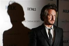 "<p>Actor Sean Penn arrives for a Cinema Society screening of the film ""Milk"" in New York November 18, 2008. REUTERS/Lucas Jackson</p>"