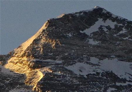 Climbers (ascending the snowy left side the mountain) from the Olympic torch relay team head towards the summit of the world's highest mountain Mount Everest, also known as Qomolangma, in the Tibet Autonomous Region May 8, 2008. REUTERS/David Gray