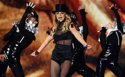 <p>Pop star Britney Spears performs during the 60th Bambi media awards ceremony in the southwestern German town of Offenburg November 27, 2008. REUTERS/Wolfgang Rattay</p>