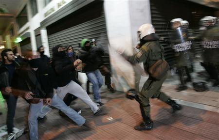 Protesters clash with riot police at central Athens December 11, 2008. REUTERS/John Kolesidis