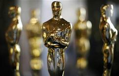 <p>Actual Oscar statuettes to be presented during the 80th Annual Academy Awards sit in a display case in Hollywood, February 22, 2008. REUTERS/Gary Hershorn</p>