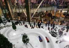 <p>Children play as they celebrate the last day of Eid al-Fitr in Ski Dubai resort at the Mall of the Emirates in Dubai October 25, 2006. REUTERS/Ahmed Jadallah</p>