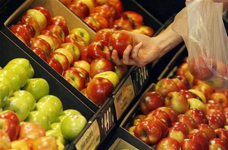 A customer selects fruits at a supermarket in Sydney in this file photo from October 21, 2008. REUTERS/Daniel Munoz