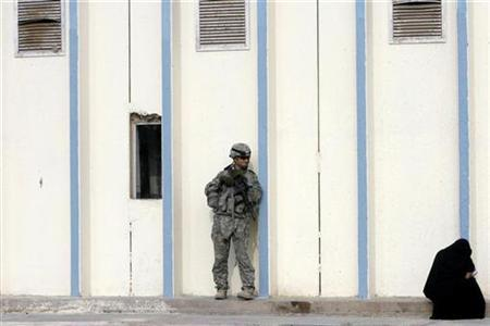 A U.S. soldier of 1st Brigade Combat Team, 4th Infantry Division stands guard in southern Baghdad's Doura district, December 10, 2008. REUTERS/Erik de Castro