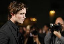 """<p>Robert Pattinson alla prima del film """"Twilight"""", al Mann Village and Bruin theatres di Westwood, California, il 17 novembre 2008. REUTERS/Mario Anzuoni</p>"""