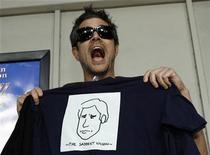 <p>Actor Johnny Knoxville holds up a t-shirt in a file photo. REUTERS/Mario Anzuoni</p>