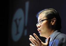 <p>Jerry Yang, presidente ejecutivo y fundador de Yahoo!, habla en una conferencia en Londres, 12 nov 2008. El buscador Yahoo! Inc. reducirá a tres meses el tiempo en el que almacena los datos personales recopilados de las búsquedas en internet, lo que la convierte en la empresa que menos conserva esta información entre sus pares, dijo el miércoles la compañía. REUTERS/Toby Melville</p>