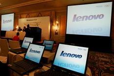 <p>Le groupe chinois Lenovo, quatrième fabricant mondial d'ordinateurs personnels, confirme avoir discuté de l'acquisition du brésilien Positivo Informatica mais indique qu'une acquisition est exclue pour l'heure, compte tenu de la conjoncture. /Photo d'archives/REUTERS/Paul Yeung</p>