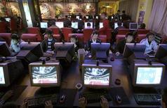 <p>Pessoas usam computadores em um Internet Café em Xining, capital da província de Qinghai, a noroeste da China, no dia 10 de novembro. UNPLUGGED/ REUTERS/Simon Zo/Files (CHINA) (Newscom TagID: rtrphotosthree476233) [Photo via Newscom]</p>
