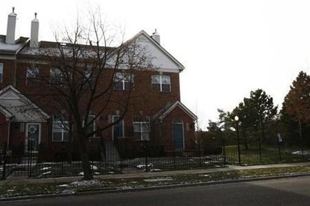 A house is seen, which is in foreclosure in Detroit, Michigan December 11, 2008. REUTERS/Carlos Barria