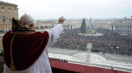 Pope Benedict XVI leads his Urbi et Orbi (to the city and the world) Christmas Day message from the central balcony of Saint Peter's Square at the Vatican December 25, 2008. REUTERS/Osservatore Romano