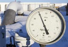 <p>Датчик давления на украинской компрессорной станции неподалеку от Киева 2 января 2009 года. Европейские страны пристально следят за поставками российского газа после того, как Москва прекратила поставки на Украину из-за того, что страны не могут подписать новый контракт. REUTERS/ Gleb Garanich</p>