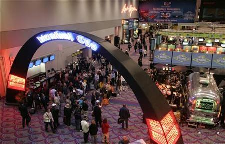 People listen to a band in the lobby of the Las Vegas Convention Center at the end of the first day of the Consumer Electronics Show (CES) January 7, 2008. REUTERS/Steve Marcus