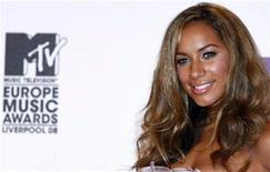 <p>British singer Leona Lewis poses on the red carpet before the MTV Europe Music Awards ceremony in Liverpool, northern England, November 6, 2008. REUTERS/Phil Noble</p>